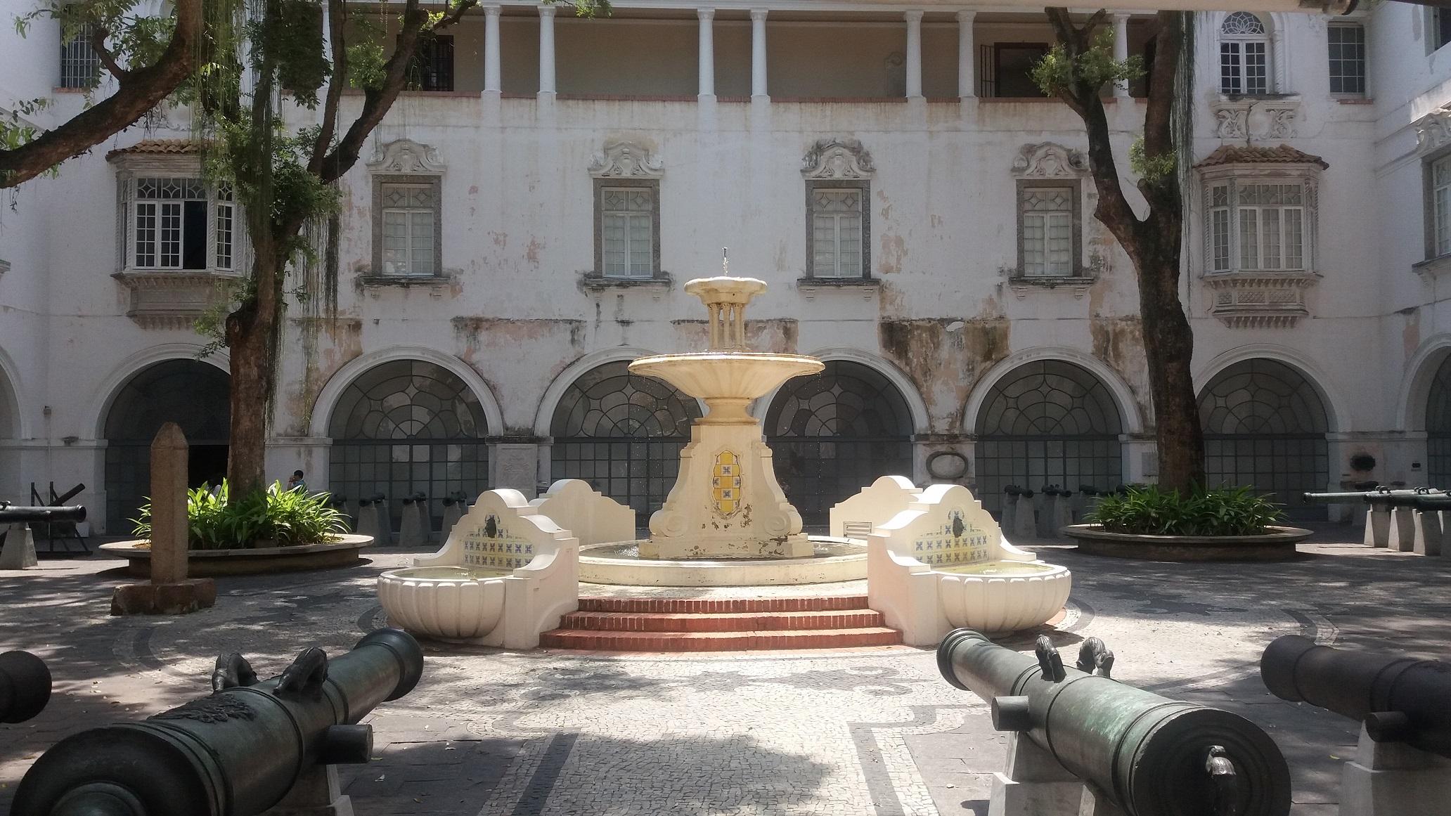 O Pátio Epitácio Pessoa, conhecido como Pátio dos Canhões, é uma das atrações do MHN