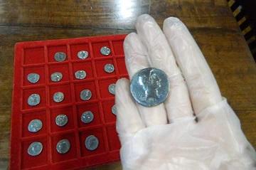 Denários do imperador romano Augusto (27 a.C-14 d.C) na reserva técnica do MHN