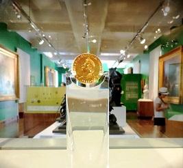 """A moeda """"Peça da coroação"""" (1822) na exposição de longa duração do MHN"""
