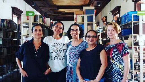 A equipe da Biblioteca do MHN. Ao centro, Eliane Silva