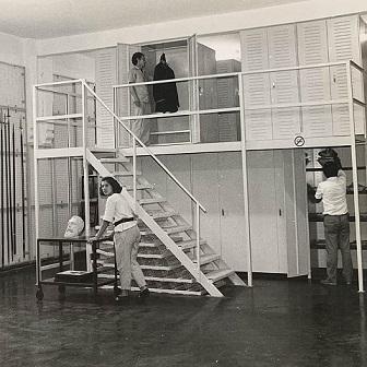 Do Arquivo Institucional, uma foto da Reserva Técnica do MHN nos anos 1980