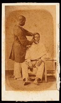 """""""Escravo de ganho - barbeiro"""": fotografia de Christiano Jr na exposição do MHN na plataforma Google Arts&Culture"""